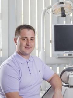 д-р Свилен Мустакерски